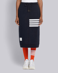 4条纹饰短裙