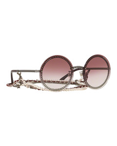 Detachable chain rounded over sunglasses